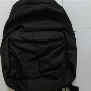 <instock> black basic bagpack