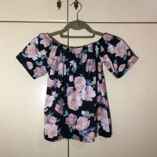 Off shoulder blouse in floral black