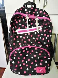 背袋Doctor kong 買的(小學或中學返學用或者去旅行都可)