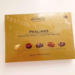 Pralines excelcium chocolates 🍫 朱古力 禮盒 ( gold  金色款)