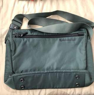 Mandarina Duck messenger/laptop bag