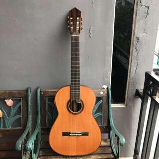 Gitar Klasik Full Solid Kayu