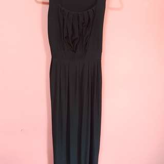Black Maxi Dress with slimming and flattering cut. Condition 9.8/10.