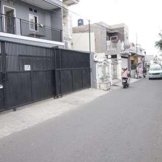 Kos Utan Kayu, Bangunan Baru, terletak di jalan sekip