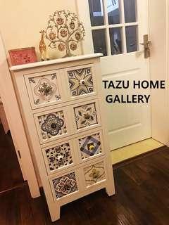 多謝馬鞍山客人在本小店購買的這款摩洛哥拼花多斗窄身地櫃.放置在廚房門口,做裝飾又好似件藝術品,雅致極了