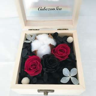 Real Preserved Flower Glass Wooden Box - Black beauty with white poppy flower