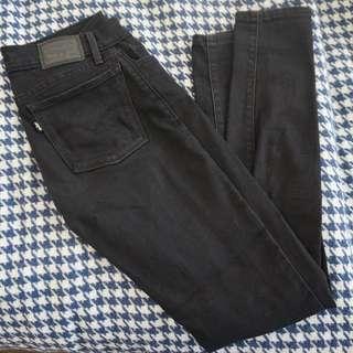 Levi 710 Super Skinny Black Jean - Mid Rise