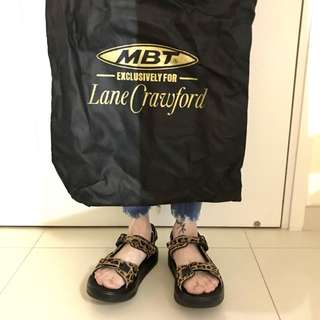 MBT exclusive for Lane Crawford 涼鞋