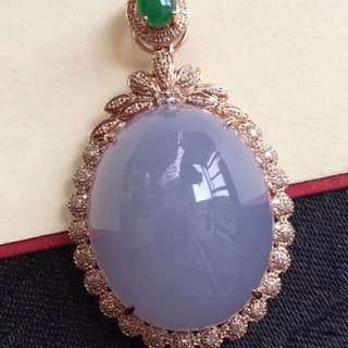 sale : 18k gold diamonds  lavender Jadeite Pendent
