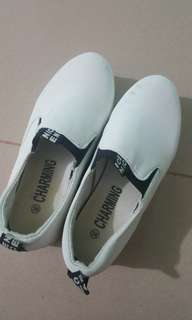 Sepatu charming