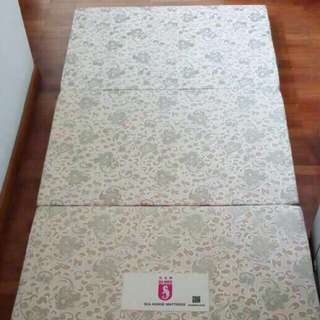 BN authentic Seahorse mattress, sea horse folding bed
