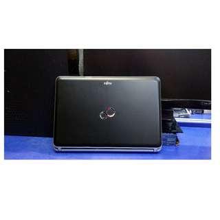 """Fujitsu i3-LH531 14"""" **高速手提電腦**"""