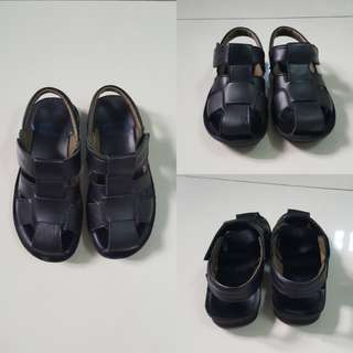 Chicco Black Sandals (Size 31)