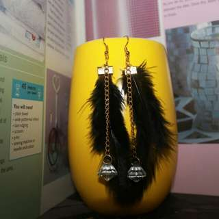 Anting bulu hitam diamond
