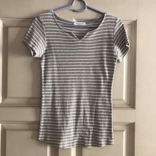 Grey stripes tee