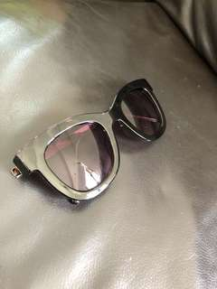 Tortoise shell sunglasses with gold legs