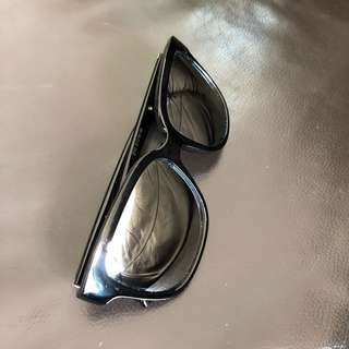 Black sunglasses with mirrored lens