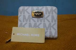 Michael Kors Zip around Bifold wallet