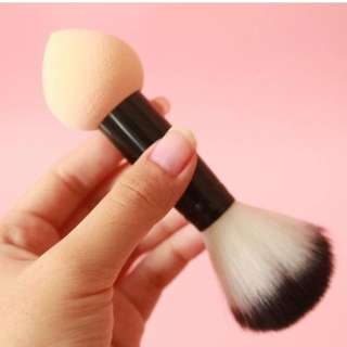 2in1 beauty blender + brush high quality