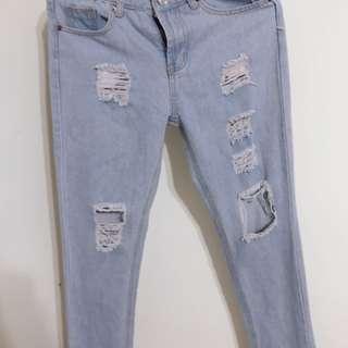 🚚 修身版型顯瘦牛仔破褲