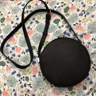 Agnesb 黑色圓形側背牛床皮革防刮紋小包