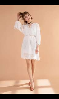 Lacey front tied dress with bubble sleeve
