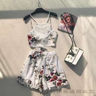 Sleeveless floral crop top & floral bottom