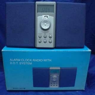 慳位之選 FM / AM小型收音機有鬧鐘功能