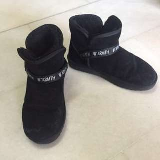 Winter boots (Black colour) for women