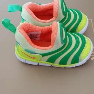 9成新,NikeBB鞋,22碼,$100