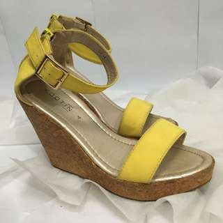 Foot In Wedges Yellow