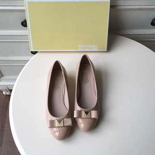 MICHAEL KORS 蝴蝶結工裝日常粗跟圓頭單鞋。不屬專櫃正品