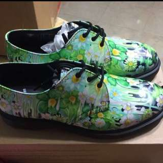 BNIB- Dr Martens Green Paint Slick Backhand Shoe- Size UK 9