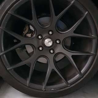 19 inch rim with tyre