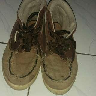 Sepatu canvas original kickers