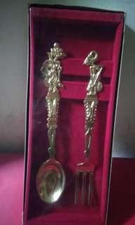 Sendok garpu kuningan