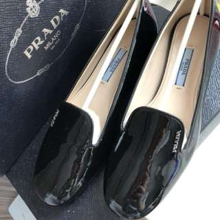 全新Prada平底鞋
