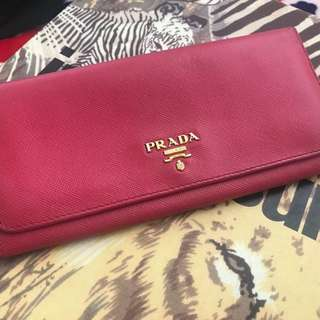 Prada wallet (90% new) price mark down !
