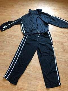1 set Baju Olahraga