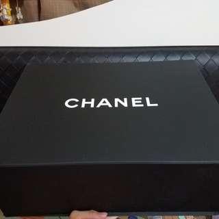 Chanel box and dust bag 磁盒/塵袋/絲帶/山茶花