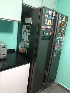 2 door samsung fridge.