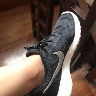 Nike Roshe Run Black and Silver