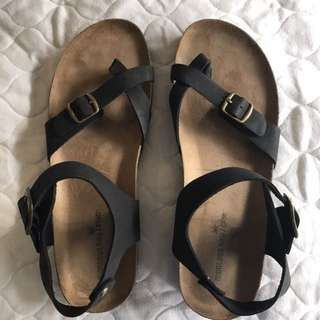 Comfortable sandals (like Birkenstocks)