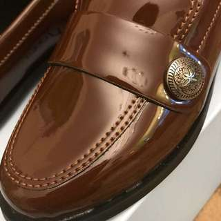 🚚 亮皮咖啡色包鞋22.5cm