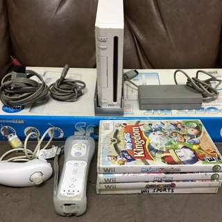 Nintendo Wii with 1 controller,4 games and sports kit