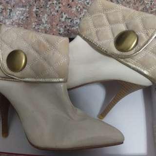 🚚 短靴米白