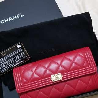 CHANEL Boy Chanel Lambskin Leather Bifold  Long Wallet Red   2017年款 Chanel羊皮長銀包 , 紅色 。100% real , 90%new , 四角有用過痕跡 。 有盒 , 塵袋 , 紙袋 , 有咭 。 可陪驗 。 非誠勿擾 。