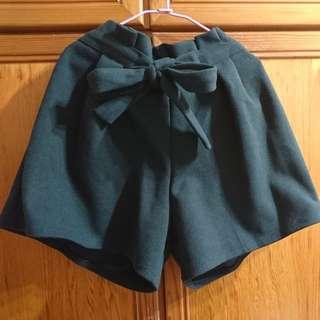 🚚 墨綠色 彈性腰 綁帶 寬褲管  短褲