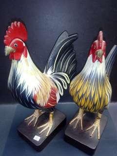 七十年代木刻鸡一对。27x16cm