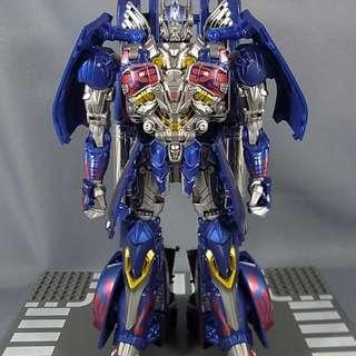 Transformer Optimus Prime aoe armor knight
